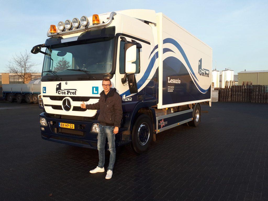 Niels Kooiker geslaagd voor C rijbewijs